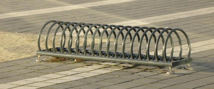 Żeliwne stojaki rowerowe jako sposób na lepsze zagospodarowanie przestrzeni miejskiej